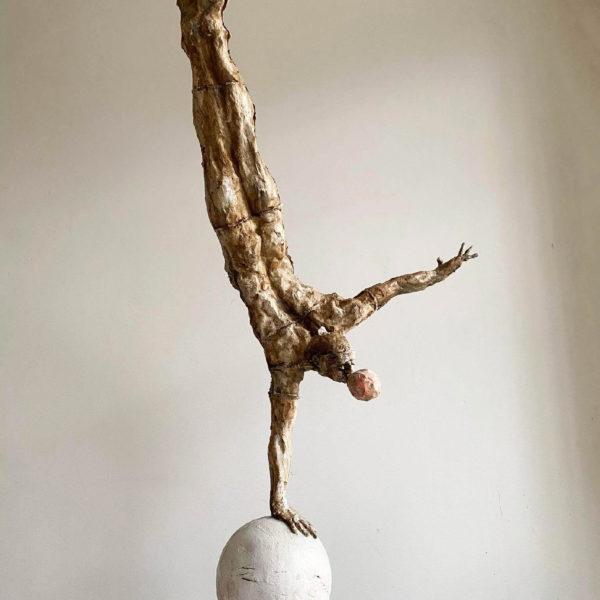 #artist #sculptor #rome #neapolitanartist #cartapesta #papermache #artsculpture #contemporaryart #giacometti #disegni #drawins #sculturacarta #artwork #kunst #kunstwerk #vittorioiavazzo #manonballoon #sculpture #artista #scultore #artgallery #handstandman #pallone #sculture #opereiavazzo #arteitaliana #artecontemporanea